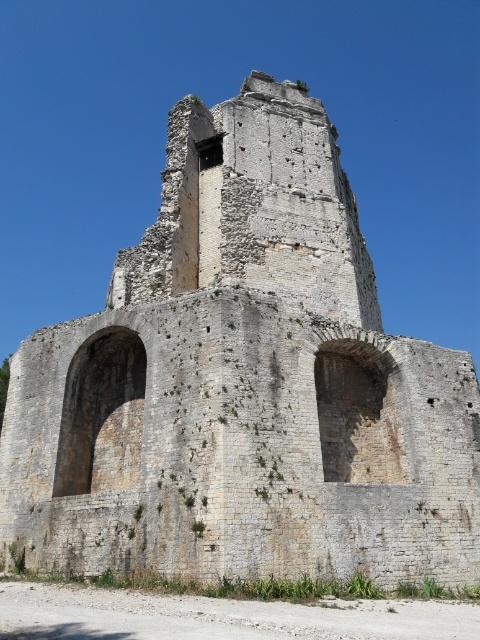 Tour Magne(マーニュの塔)